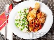 Пилешки бутчета на тиган с ориз, грах и сушени домати